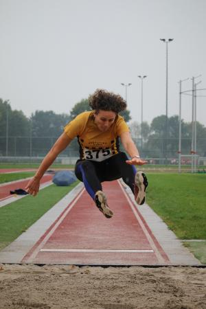 Arna Vliegen-Verschure – clubrecord verspringen DM45-49: 4.20 m