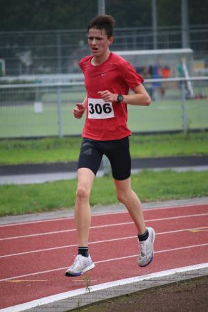 Cas Wille – clubrecord heren senioren (als JJA) en baanrecord jongens/mannen uurloop: 16649 m